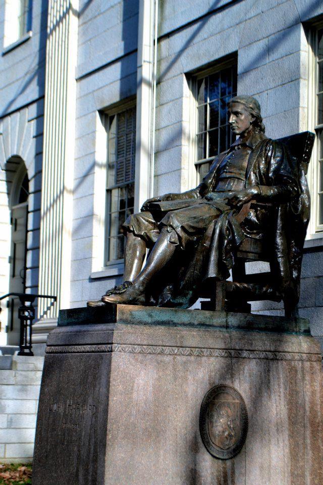 statuefausseharvard